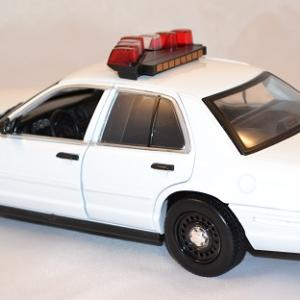 Ford crown police 2001 greenlight 1 18 autominiature01 2