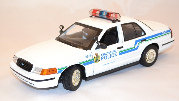 Ford crown victoria 2001 interceptor 1 18 miniature police motor max 1