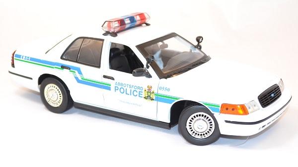 Ford crown victoria 2001 interceptor 1 18 miniature police motor max 2