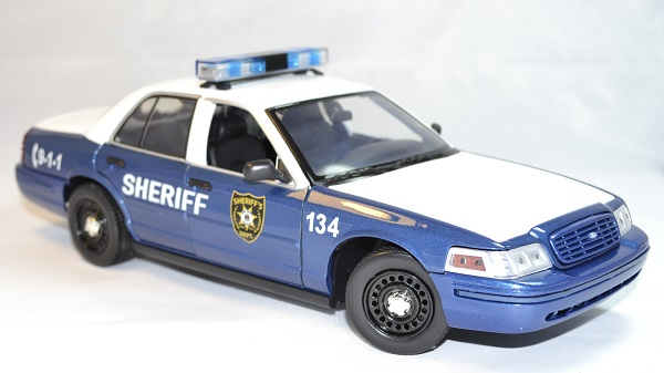 Ford crown victoria 2001 walking dead rick greenlight 1 18 autominiature01 com 4