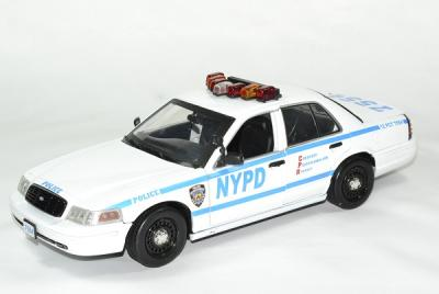 Ford crown victoria police 1 18 blue bloods greenlight autominiature01 2