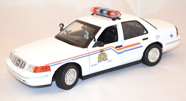 Ford crown victoria royal canadian police 1 18 miniature motor max 1