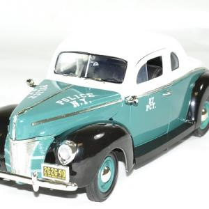 Ford deluxe police nypd 1940 greenlight autominiature01 1