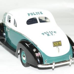 Ford deluxe police nypd 1940 greenlight autominiature01 2