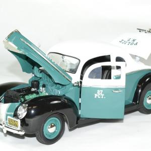 Ford deluxe police nypd 1940 greenlight autominiature01 3