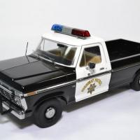 Ford f100 pick up police autoroute 1 18 1975 greenlight 13550 autominiature01 1