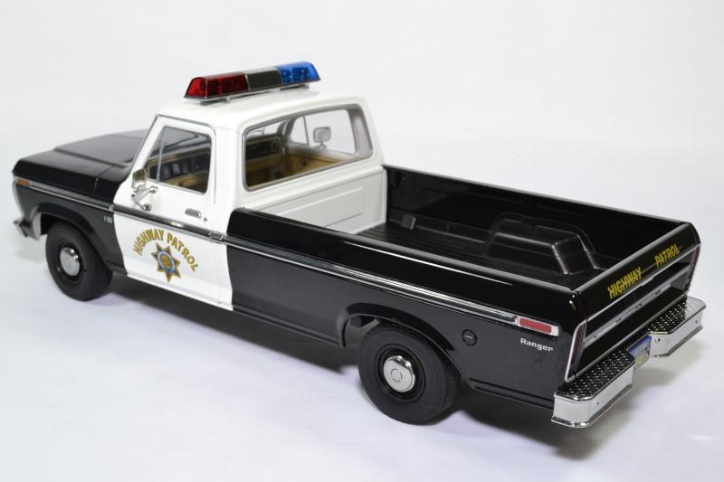 Ford f100 pick up police autoroute 1 18 1975 greenlight 13550 autominiature01 2