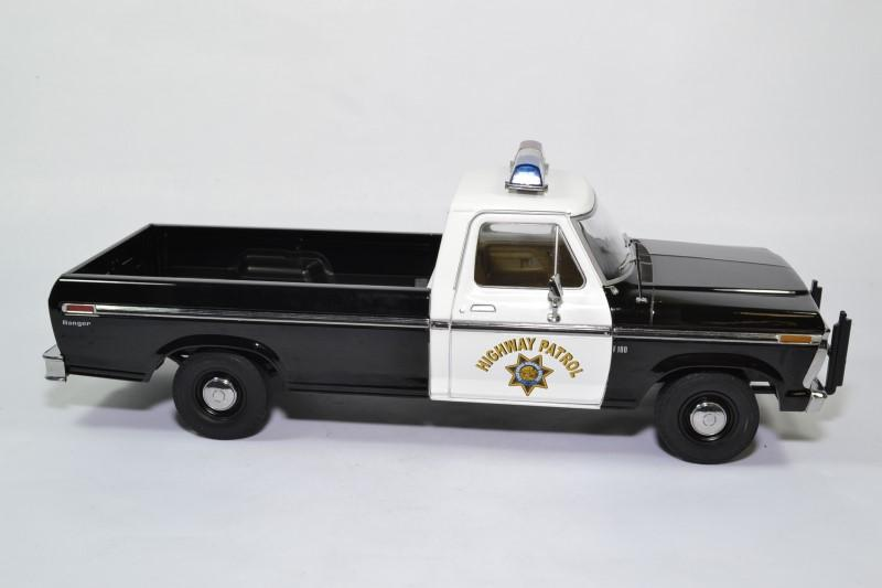 Ford f100 pick up police autoroute 1 18 1975 greenlight 13550 autominiature01 3
