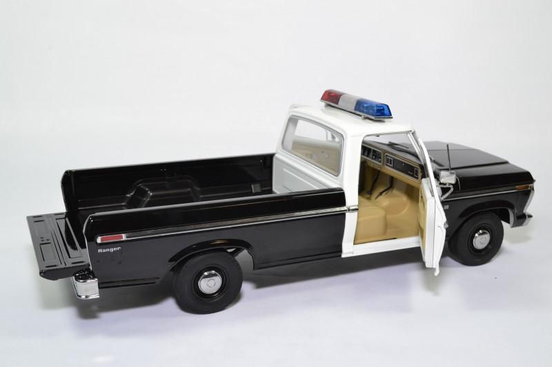 Ford f100 pick up police autoroute 1 18 1975 greenlight 13550 autominiature01 4