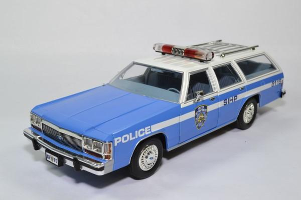 Ford ltd break nypd 1988 1 18 greenlight 19062 autominiature01 1