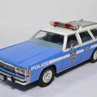 Ford ltd break nypd 1988 1 18 greenlight 19062 autominiature01 1