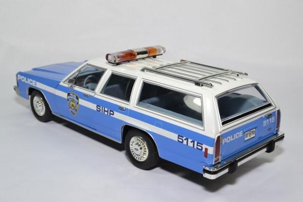 Ford ltd break nypd 1988 1 18 greenlight 19062 autominiature01 2