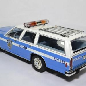 Ford ltd break nypd 1988 1 18 greenlight 19062 autominiature01 2
