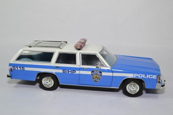 Ford ltd break nypd 1988 1 18 greenlight 19062 autominiature01 3