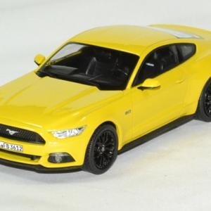 Ford Mustang fastback 2015 jaune