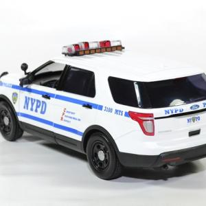 Ford police interceptor new york nypd 1 18 2015 greenlight autominiature01 2