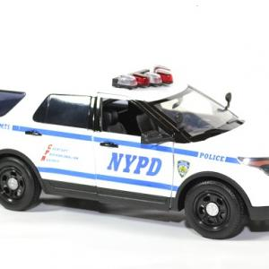 Ford police interceptor new york nypd 1 18 2015 greenlight autominiature01 4