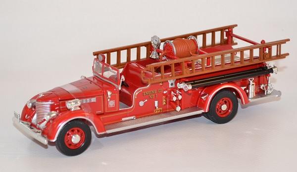 Fourgon packard pompier americain lynn fire dpt 1939 1 autominiature01 com 1 1