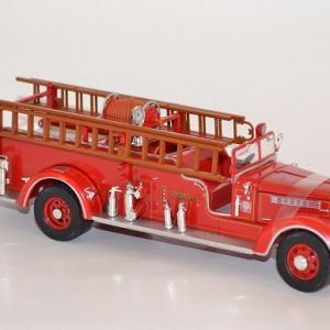 Fourgon packard pompier americain lynn fire dpt 1939 1 autominiature01 com 2 1