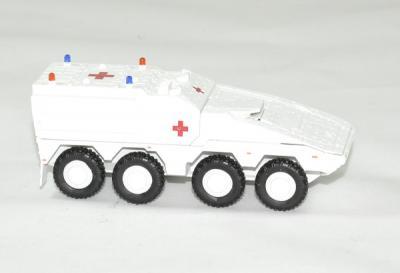 GTK Boxer véhicule blindé croix rouge blanc