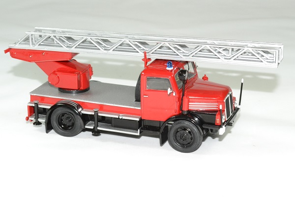 Ifa s4000 pompier echelle 1962 ixo 1 43 013 autominiature01 3