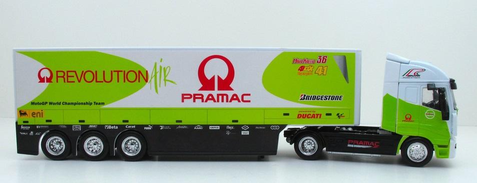 iveco-stralis-ducati-pramac-moto-new-ray-1-43-15753-autominiatture01-com-2.jpg
