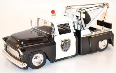 Chevrolet Stepside towing Police dept Jada Toys 1/24