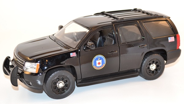 jada-toys-1-24-chevrolet-chevy-tahoe-cia-presidential-escort-autominiature01-7-2.jpg
