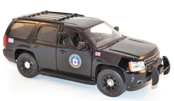 jada-toys-1-24-chevrolet-chevy-tahoe-cia-presidential-escort-autominiature01-8.jpg