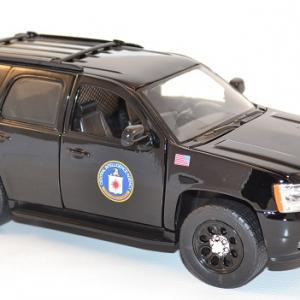 jada-toys-1-24-chevrolet-chevy-tahoe-cia-presidential-escort-autominiature01-8.jpg