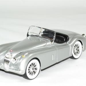 Jaguar xk 120 roadster 1951 argent 1 24 bburago autominiature01 1