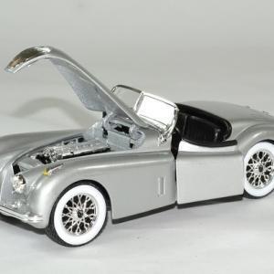 Jaguar xk 120 roadster 1951 argent 1 24 bburago autominiature01 4