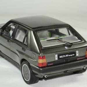 Lancia delta 16v hf integrale 1989 sunstar 1 18 autominiature01 4