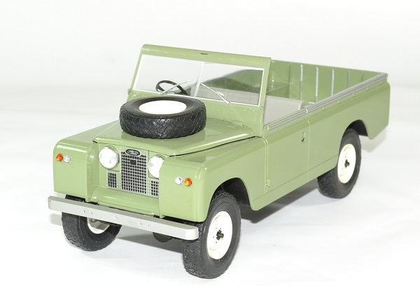 Land rover 109 serie 2 mcg 1 18 autominiature01 1