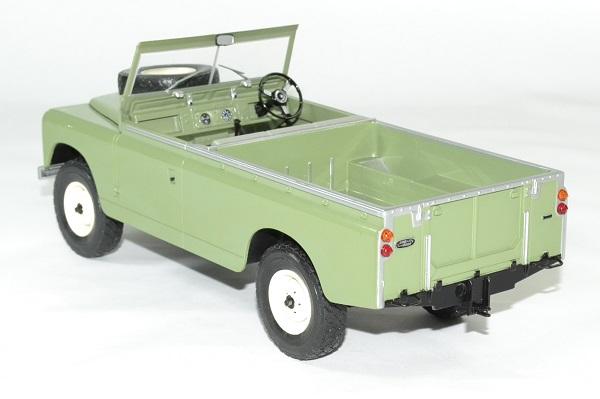 Land rover 109 serie 2 mcg 1 18 autominiature01 2