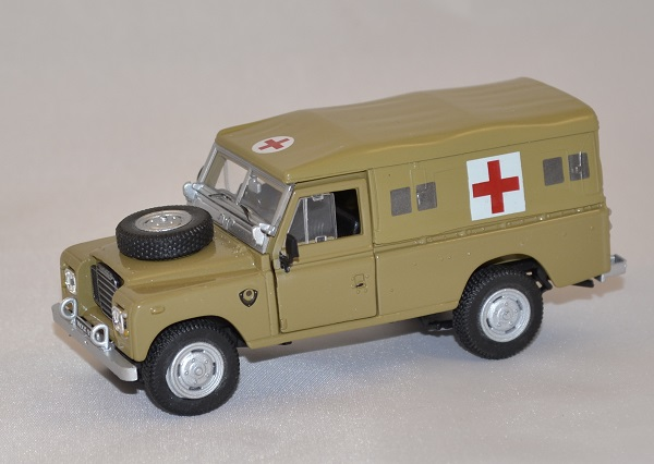 Land rover serie 3 109 army ambulance cararama 1 43 autominiature01 com 1