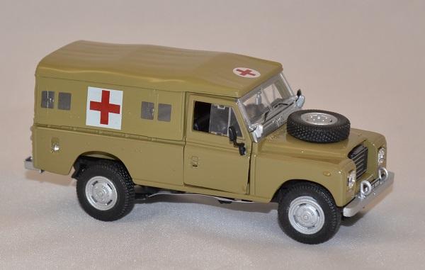 Land rover serie 3 109 army ambulance cararama 1 43 autominiature01 com 2