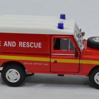 Land rover serie 3 109 pompier 1 43 cararama autominiature01 553940 2