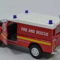 Land rover serie 3 109 pompier 1 43 cararama autominiature01 553940 3