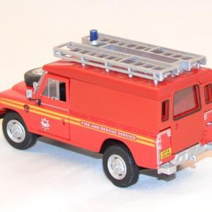Land rover series 3 109 pompier cararama 1 43 autominiature com 2
