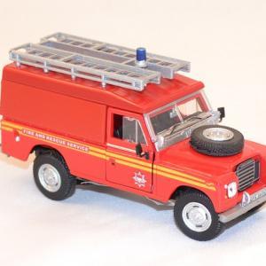 Land rover series 3 109 pompier cararama 1 43 autominiature com 3
