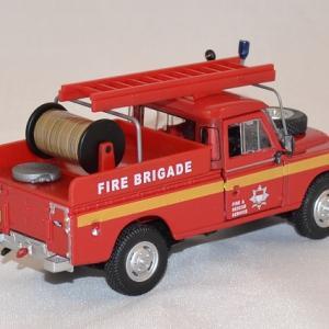 Land rover series3 pompiers 1 43 cararama autominiature01 com 2