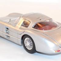 maisto-1-18-mercedes-300-slr-coupe-grise-silver-autominiature01-com-9.jpg