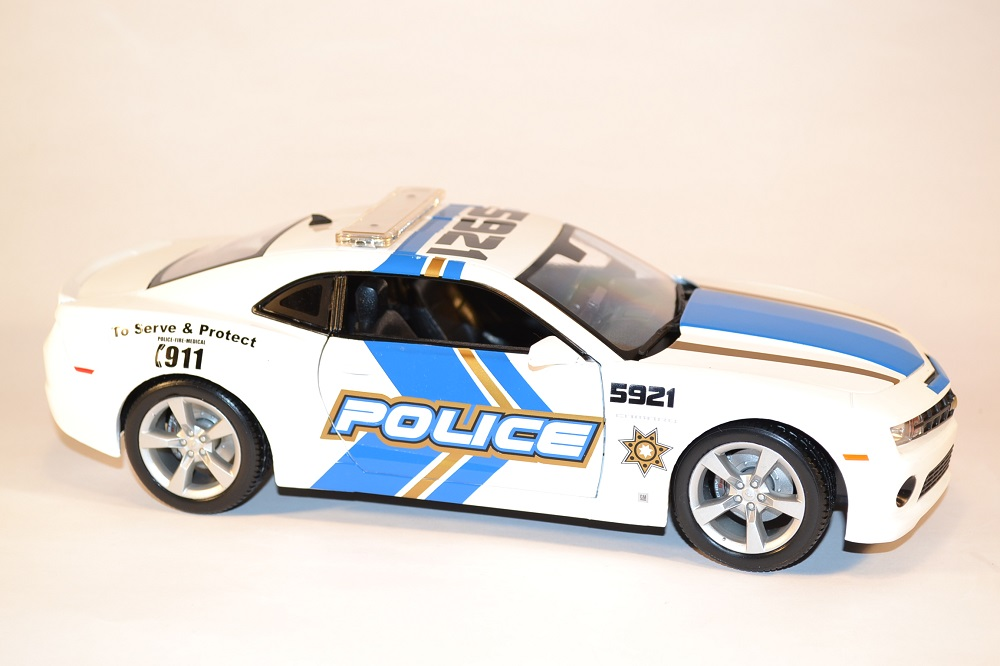 maisto-chevrolet-camaro-2010-ss-rs-police-us-miniature-1-18-automobile-collection-autominiature01-com-2.jpg