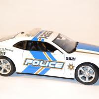 maisto-chevrolet-camaro-2010-ss-rs-police-us-miniature-1-18-automobile-collection-autominiature01-com-2.jpg