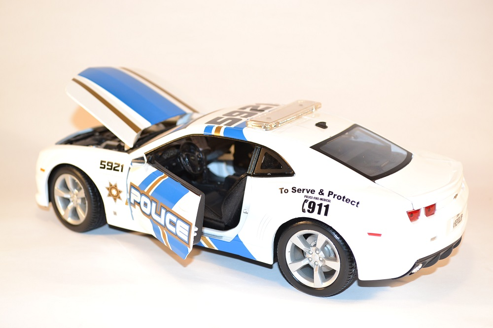 maisto-chevrolet-camaro-2010-ss-rs-police-us-miniature-1-18-automobile-collection-autominiature01-com-3.jpg