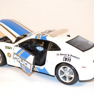 maisto-chevrolet-camaro-2010-ss-rs-police-us-miniature-1-18-automobile-collection-autominiature01-com-3.jpg