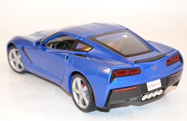 maisto-chevrolet-corvette-stingray-modele-2014-1-18-autominiature01-2.jpg