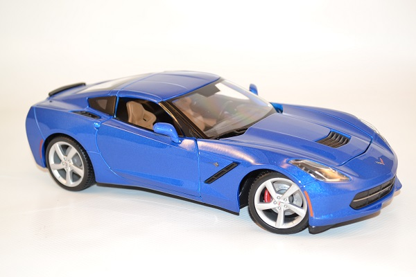 maisto-chevrolet-corvette-stingray-modele-2014-1-18-autominiature01-3.jpg