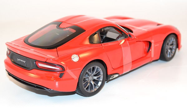 maisto-dodge-viper-gts-srt-2013-red-1-18-autominiature01-com-2.jpg